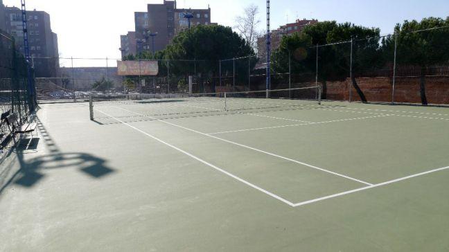El Ayuntamiento ultima la remodelación de las pistas de tenis y multideporte de Villafontana