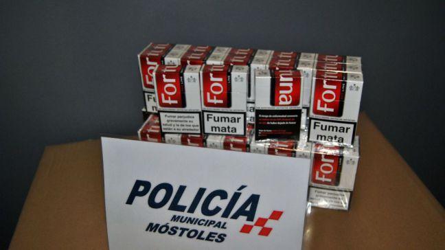 La Policía Municipal impide la venta de tabaco a menores en un establecimiento cercano a un colegio de Móstoles