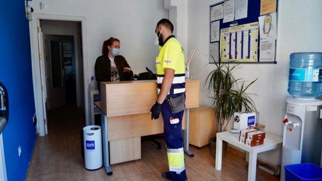 El Gobierno de Móstoles ha realizado ya 210 desinfecciones con ozono en pequeños comercios y hostelería