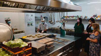 Móstoles distribuye diariamente comida a 1.045 personas vulnerables