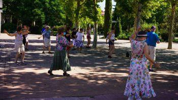 Móstoles reactiva los talleres presenciales para mayores en los parques
