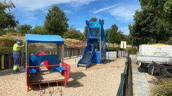Móstoles refuerza las desinfecciones en los parques infantiles
