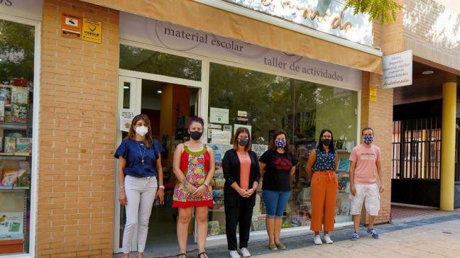 Noelia Posse visita la librería Andrómeda en el PAU 4