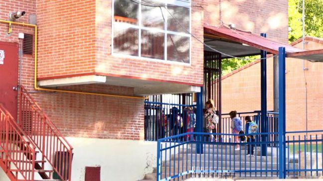 Seis auxiliares darán apoyo a los colegios de Móstoles en el cambio de pañales y limpieza de los menores