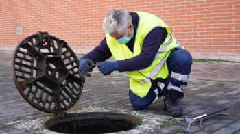 Móstoles exige al Canal de Isabel II que garantice la limpieza de la red de saneamiento