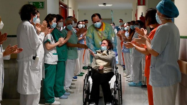 El Hospital Gregorio Marañón da el alta a Elsa, una paciente ingresada 10 meses por Covid-19
