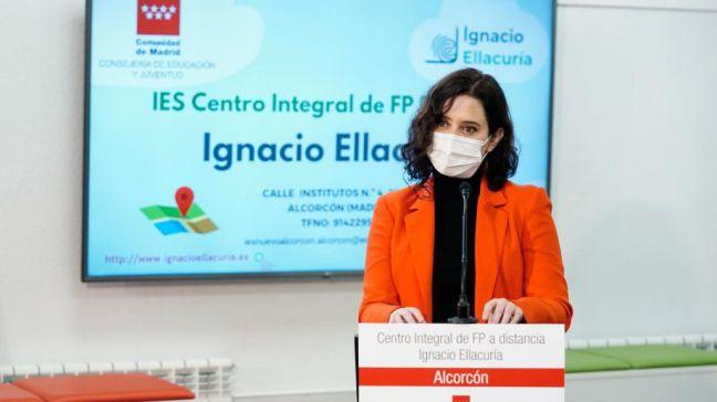 Ayuso anuncia nuevos ciclos de FP orientados a energías renovables y ciberseguridad