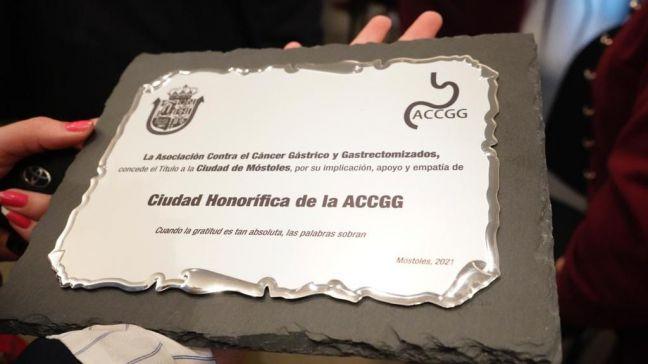 La Asociación contra el Cáncer Gástrico y Gastrectomizados concede su Título Honorífico a la Ciudad de Móstoles