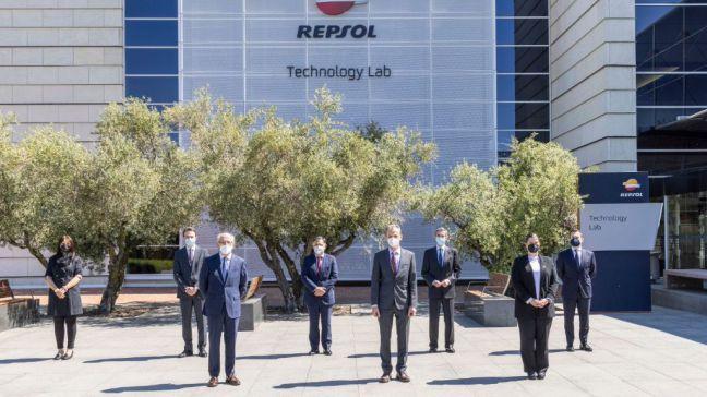 Noelia Posse acompaña al Ministro de Ciencia e Innovación en su visita a Repsol Technology Lab