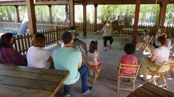 Niños y mayores participan en los talleres ecológicos en familia de Móstoles