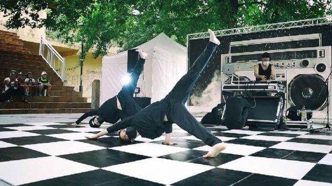 Agenda de la semana en Móstoles: Cine al aire libre, 'Vella Escola Ópera Break's', títeres y el concierto de 'Os Bregadiers'