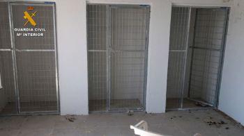 La Guardia Civil detiene a dos personas por la muerte y el maltrato de los perros de la residencia canina de Madrid