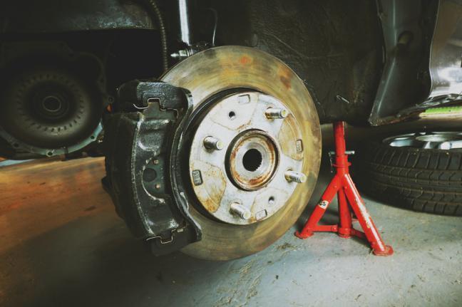 Fallece un trabajador en un taller mecánico en un accidente laboral