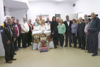 La Asociación Parkinson Móstoles dona al Restaurante Municipal 350 kilogramos de legumbres