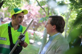Almeida refuerza la limpieza de Madrid con 500 nuevos operarios